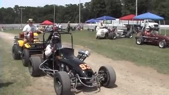 VIDEO: Schrader rides Winchester in old open-wheel midget