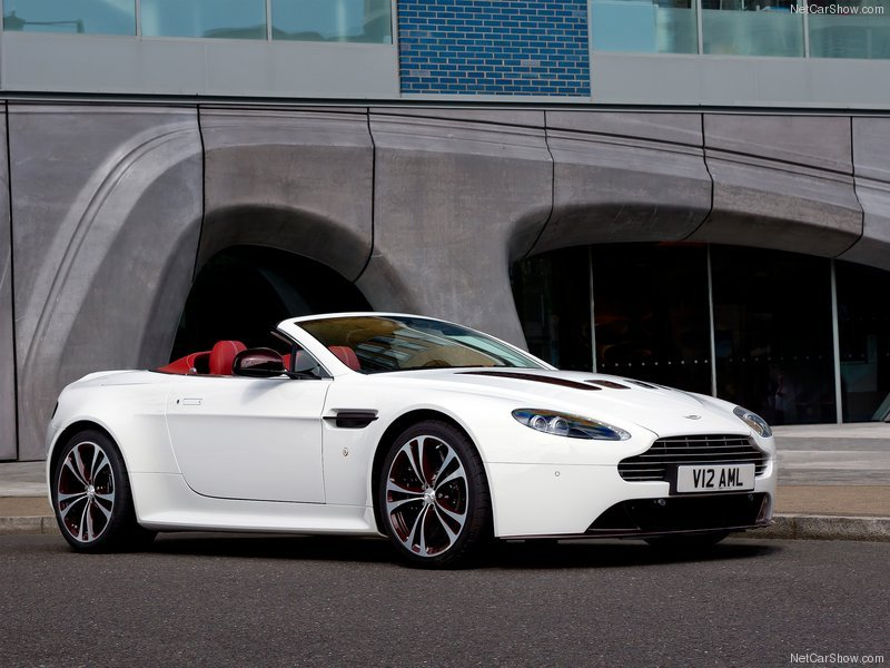 Aston Martin V12 Vantage Roadster 2013 800x600 Wallpaper 01