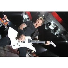 Dv019 Jpg Regular H70587 James Hetfield Playing Snakebyte