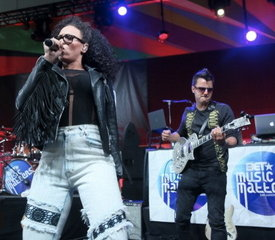 Andy Bianco playing his ESP Eclipse with Elle Varner