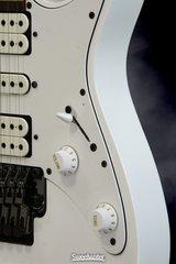 211 P01 J0610 E Detail2 Large