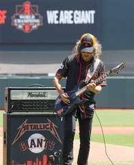 Kirk Hammett playing the national anthem at Metallica / Giants day