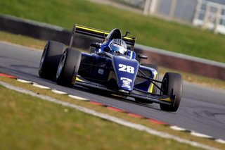 Das Sets Early Pace in BRDC British F3 Championship