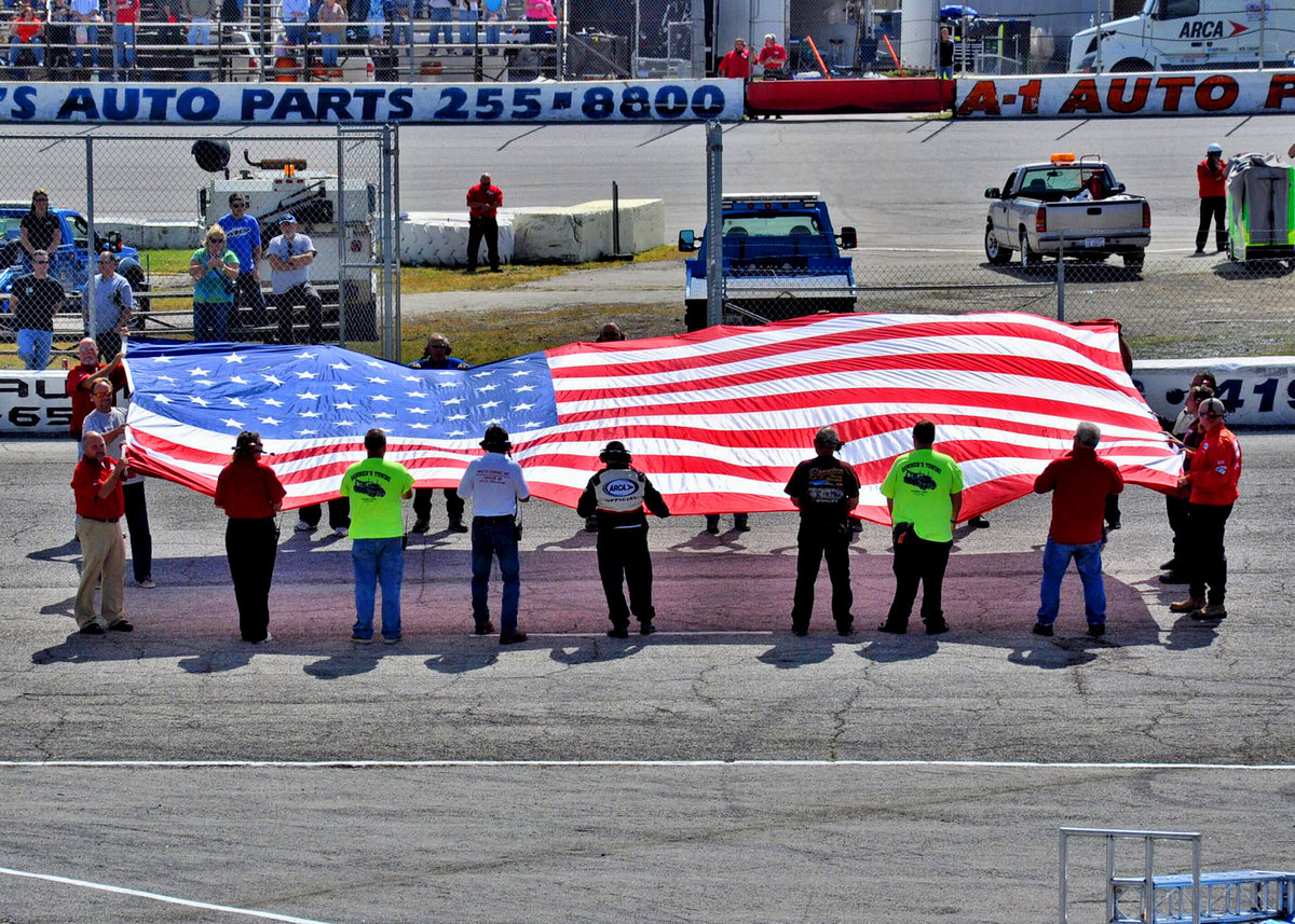 FLAT ROCK, TOLEDO SPEEDWAY SALUTES OUR VETERANS!